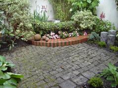 Natursteinpflaster eignet sich für kleine Flächen mit großer Wirkung.